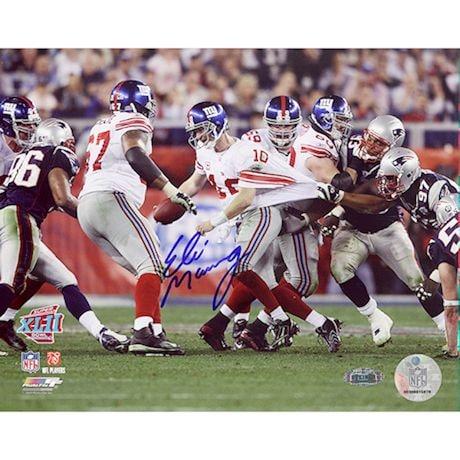 Eli Manning Super Bowl XLII Escaping Tackle 16x20 Photo