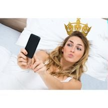 Selfie Crown Pillow Case