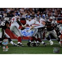 Eli Manning Super Bowl XLII Escaping Tackle Horizontal 8x10 Photo